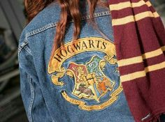 Imagen de denim, gryffindor, and harry potter - Hogwarts Harry Potter Mode, Bijoux Harry Potter, Estilo Harry Potter, Images Harry Potter, Harry Potter Outfits, Harry Potter Aesthetic, Harry Potter Fandom, Harry Potter World, Harry Potter Kleidung
