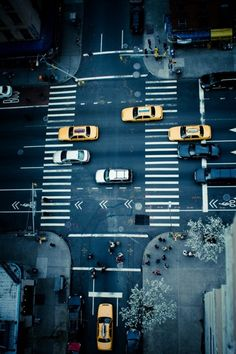 Yellow cabs in New York Usa Street, Street Art, York Street, Life Is Beautiful, Beautiful Places, Dream Photography, City That Never Sleeps, Concrete Jungle, Ways Of Seeing