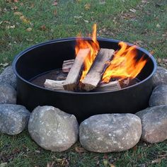 If you have some mad DIY skills you can create your own one-of-a-kind fire pit for your outdoor living space. With the right ideas you can have a fire pit by this weekend without costing a fortune. #fire pit Steel Fire Pit Ring, Fire Ring, Outside Fireplace, Fire Pit Area, Fire Pit Backyard, Outdoor Kitchen Design, Fire Starters, Outdoor Fire, Outdoor Decor