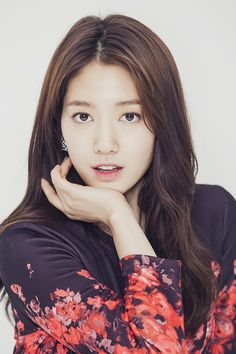I like that outfit on her ~Kpop Addict Korean Actresses, Korean Actors, Actors & Actresses, The Heirs, Park Shin Hye Pinocchio, Korean Beauty, Asian Beauty, Shin Se Kyung, Asian Celebrities