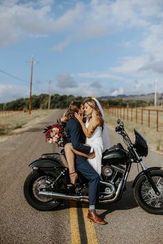 Thinking of eloping? Maybe you and your OH are biker babes and want to incorporate your love of the open road? Boy, have we got some inspiration for you! Biker Photoshoot, Wedding Photoshoot, Wedding Pics, Dream Wedding, Paris Wedding, Wedding Ideas, Wedding Blog, Wedding Decorations, Biker Couple