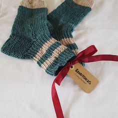 Beautifully knitted socks by someone with 50 years experience. Norwegian knitting technique with 5 knit needles.
