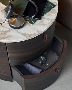 Designed by Paolo Piva for Poliform, the Onda bedside table is a modern element of decoration, a unique bedroom collection for the stylish home. Side Tables Bedroom, Bedside Tables, Muebles Art Deco, Resource Furniture, Marble End Tables, Marble Wood, Night Table, Beds For Sale, Bedroom Lamps