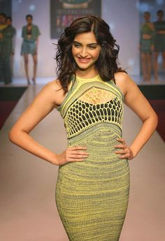 Sonam Kapoor Sexy Cleavage Show In Net Dress At Signature International Fashion Week 2013   Kapoor Cleavage