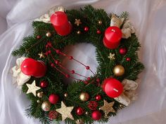 Červená a zlatá..adventní věnec / Zboží prodejce orchidejka shop | Fler.cz Wood Crafts, Christmas Wreaths, Mandala, Holiday Decor, Home Decor, Christmas Baubles, Advent, Crowns, Navidad