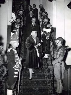 Juliana, Bernhard, Beatrix en Irene bij Taptoe te Delft. 30 augustus 1957.