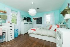 Love the Tiffany blue with coral...wouldn't have thought of pairing the two but it really works...Kid bedroom number 2 has a new look...
