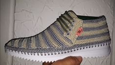 BOTIN UNISEX MODELO TAURO TEJIDO EN CROCHET Crochet Shoes Pattern, Shoe Pattern, Crochet Slippers, Tunisian Crochet, Crochet Videos, Crochet Designs, Sock Shoes, Crochet Clothes, Me Too Shoes