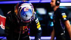 Ricciardo riconferma le proprie qualità nella bagnata mattina del sabato, chiudendo primo davanti a Massa, Grosjean e Hulkenberg. 5° Räikkönen, mentre Alonso non gira per risparmiare un treno di gomme, a riprova della fiducia che si respira nel box Ferrari. Anche Rosberg, Hamilton e Magnussen non prendono parte alle libere, sicuri dei risultati che otterranni nel pomeriggio.