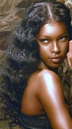 Find out about new hair care tips. Find out about new hair care tips. Dark Skin Makeup, Dark Skin Beauty, Hair Beauty, Black Beauty, Black Girl Aesthetic, Aesthetic Dark, Aesthetic Drawing, Aesthetic Grunge, Aesthetic Makeup