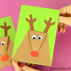 Time for a wonderful kids made Christmas card! This super simple reindeer Christmas card is insanely easy to make and thus suitable for kids of all ages. Depending on the age of the kids, you can even modify the process a little bit to make it even easier Simple Christmas Cards, Christmas Card Crafts, Homemade Christmas Cards, Handmade Christmas, Holiday Cards, Reindeer Christmas, Christmas Post, Christmas Ideas, Homemade Cards