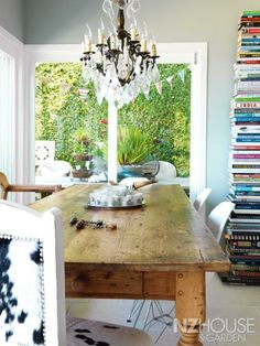 Look at those BOOKS... floor to ceiling!