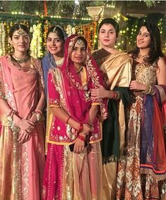 Rajasthani women in wedding Indian Bridal Lehenga, Indian Bridal Fashion, Rajasthani Dress, Rajputi Dress, Crop Top Sweater, Traditional Outfits, Bridal Style, Saree, Culture