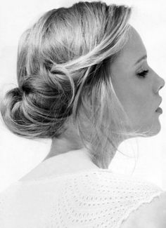 I like this, it's like a messy chignon. I know, a contradiction...