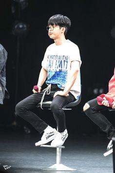 Duck face again? iKON Fanmeeting in Chiba Kim Hanbin Ikon, Chanwoo Ikon, Silly Faces, Funny Faces, Duck Face, My Boys, Rapper, Bobby, Jimin