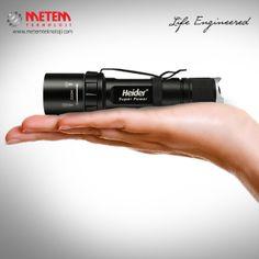 750m Aydınlatma Mesafesi  Ultra parlak CREE XM-L2 serisi, özel tasarım TIR lense sahip yüksek güçte LED, 750 metreye kadar aydınlatma performansı ve 100 saate kadar çalışma süresi (düşük modda).