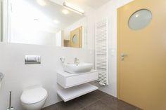 kupelna Toilet, Bathroom, Washroom, Flush Toilet, Bathrooms, Litter Box, Toilets, Bath, Bathing