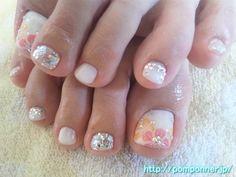 Off white - Pastel pink - Pastel yellow - Rhinestones - Flowers - Glitter - Toenail design
