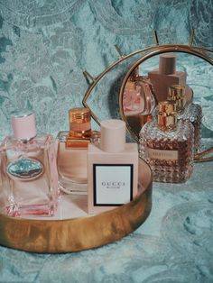 perfume and lotion organization Bags Online Shopping, Shopping Hacks, Online Bags, Beauty Photography, Mirror Photography, Fashion Photography, Parfum Victoria's Secret, Mac Cosmetics, Perfume Collection