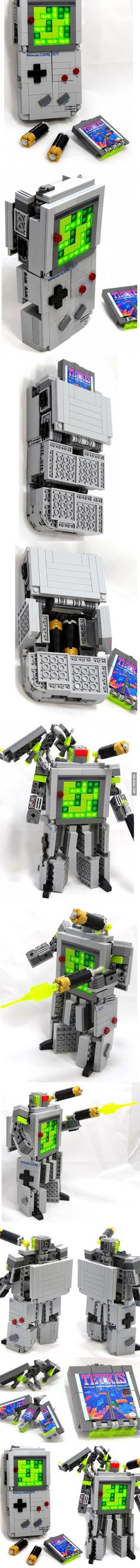 If the Decepticon Soundwave transformed from a Nintendo Gameboy AND was made out of Lego bricks, this is totally what you would see. So cool to see games, Legos and transformers merged this way! Lego Design, Game Boy, Photo Lego, Lego Transformers, Mega Pokemon, Niklas, Amazing Lego Creations, Lego Craft, Lego Mecha