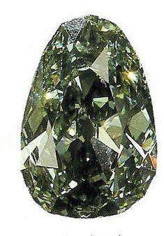 The Dresden Green Diamond es de 41 quilates (8,2 g) natural de diamante verde, que probablemente se originó en la mina Kollur en el estado de Andhra Pradesh, en el único color verde India.