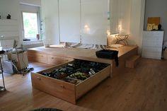 Фото 6 - Подиум, как средство выделения зоны спальни в просторной квартире