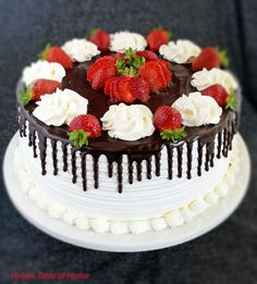 Honey Chocolate and Strawberry Cake Honey Chocolate, Chocolate Strawberry Cake, Strawberry Cake Recipes, Chocolate Cake, Strawberry Syrup, Chocolate Strawberries, Covered Strawberries, Chocolate Covered, Cake Decorating For Beginners
