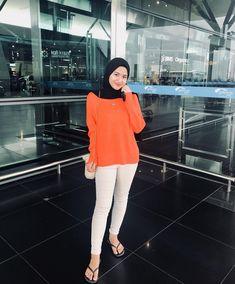 Casual Hijab Outfit, Ootd Hijab, Hijab Chic, Girl Hijab, Beautiful Hijab, Beautiful Asian Girls, Uniqlo Outfit, Hijab Fashion, Hijabs