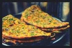Missi Roti - Wheat and Gram Flour Flatbreads - Image © Mitesh Kumar Savita / EyeEm/ Getty Images Indian Food Recipes, Vegan Recipes, Millet Recipes, Ethnic Recipes, Missi Roti, Veg Restaurant, Grilled Flatbread, Indian Cookbook, Fried Fish Recipes