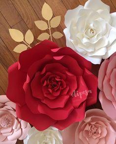 Natural lighting ❤️Happy Monday afternoon  #paperflowers #paperflowerbackdrop #paperflowerwall #floresdepapel #nursery #nurserydecor #nurseryinspo #etsy #etsyshop #madewithmichaels #makeitwithmichaels #paperflorist