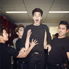 Super Junior M's Henry, So Much Love From Super Junior Members http://www.kpopstarz.com/articles/142050/20141126/henry-so-much-love-from-super-junior-members.htm
