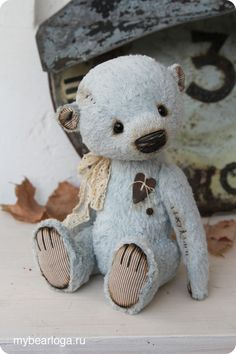 i love this 'lil blue fellah.so adorable! Vintage Teddy Bears, Cute Teddy Bears, Teddy Toys, Love Bear, Bear Doll, Bear Art, Paperclay, Felt Animals, Creations