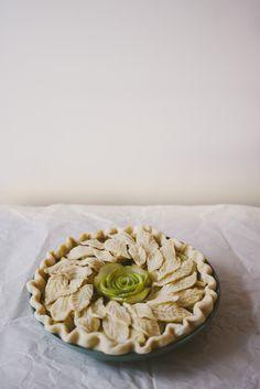 rose apple wreath pie.
