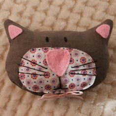 Coussin pique épingles ou pique aiguilles tête de chat