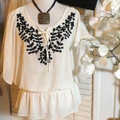 ELLE Blouse Amazing blouse , light weight , 100% polyester Elle Tops Blouses