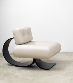 Alta lounge chair designed by Oscar Niemeyer available at ESPASSO. Midcentury modern and contemporary Brazilian design.