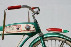 bike with radio! Engin, Bicycle Design, Pedal Cars, Cruiser Bicycle, Old Bicycle, Cool Bicycles, Vintage Bicycles, Radios, Skateboard