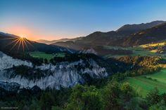 """Ich habe Euch bereitsvor ein paar Wochenzwei Fotos von unserem Sommerausflug in den Schweizer """"Grand Canyon"""" im Beitrag~ Ruinaulta ~ gezeigt. Die Fotos entstandenam späten Nachmittag kurz vor Sonnenuntergang, während ich dieses Foto am Morgen zum Sonnenaufgang machte. Die Rheinschlucht ist ein faszinierender Ort und ich finde bei jedem Besuchneue Orte und Aussichten. Ich hoffe,…"""