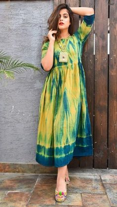 FashionTrends 2019 in Men and Women Western Dresses For Women, Frock For Women, Stylish Dresses, Simple Dresses, Fashion Dresses, Tie Dye Dress, Diy Dress, Dress Indian Style, Indian Dresses