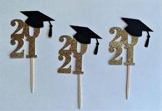 College Graduation Cakes, Diy Graduation Gifts, Graduation Party Foods, Graduation Cake Toppers, Graduation Party Planning, Graduation Cupcakes, Graduation Decorations, Grad Parties, Cupcake Toppers Free
