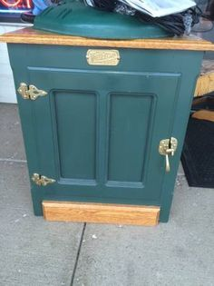 Super cute, nice condition.  Door opens to lots of storage.  Latches shut.  <br>TREASURE HUNT  <br>2300 S. Elmhurst Rd.   <br>Mt. Prospect, IL 60056  <br>  <br>PHONE:  <br>  show contact info  <br>  <br>EMAIL:   <br>  show contact info  <br>  <br>WEB:  http://www.yourtreasurehunt.com  <br>  <br>  Find Us On Facebook  -  facebook.com/yourtreasurehunt  Facebook   <br>WE'RE ON THE NORTHWEST CORNER OF OAKTON AND ELMHURST RD. IN THE COLONY SQUARE MALL