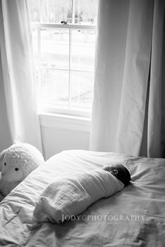 Newborn lifestyle photography. Black and white. Photo by: Jody G Photography