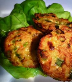 make thai fish cookies in a muffin-tin Recipes Appetizers And Snacks, Fish Recipes, Asian Recipes, Dutch Recipes, Cooking Recipes, Good Food, Yummy Food, Healthy Slow Cooker, Fish Dishes