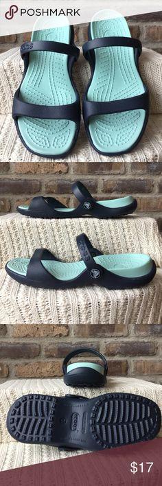CROCS Women's size 7 Crocs. Like new condition CROCS Shoes Sandals