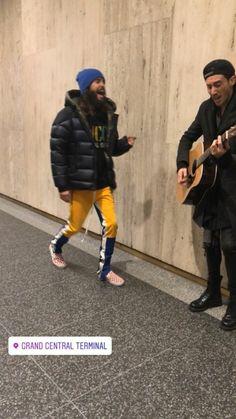 Jared Leto and Stevie Aiello in NYC. Shannon Leto, Jared Leto, Winter Jackets, Nyc, America, Fashion, Moda, Winter Vest Outfits, La Mode