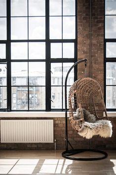 hangstoel rotan http://www.lifestylewonen.nl/een-rotan-hangstoel-voor-binnen-en-buiten/