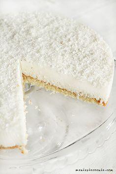 Kokosowa chmurka to delikatne, mocno kokosowo - migdałowe ciasto, lekkie niczym przysłowiowy puszek. Ciasto nie zawiera ani grama mąki ... Gluten Free Recipes, Vegetarian Recipes, Cooking Recipes, Baking And Pastry, Polish Recipes, Cake Cookies, Vanilla Cake, Sweet Recipes, Bakery