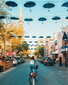 Stroll or bike along Rue Saint Denis in Montreal, one of the top places in the c. Montreal Travel, Old Montreal, Old Quebec, Quebec City, Canada Pictures, Canada Summer, Immigration Canada, Canada Travel, Travel Couple