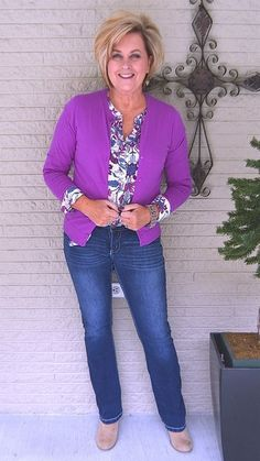 Is not old how to style a print top violet bright colors print top bootcut jeans fashion over for the everyday woman. Fall Fashion Trends, 50 Fashion, Look Fashion, Plus Size Fashion, Autumn Fashion, Fashion Outfits, Jeans Fashion, Ladies Fashion, Fashion Ideas