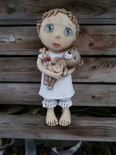 Laura s medvídkem (na objednávku) Ooak Dolls, Art Dolls, Pictures On String, Clay Owl, Pottery Sculpture, Collectible Figurines, Chinese Painting, Ceramic Pottery, Puppets